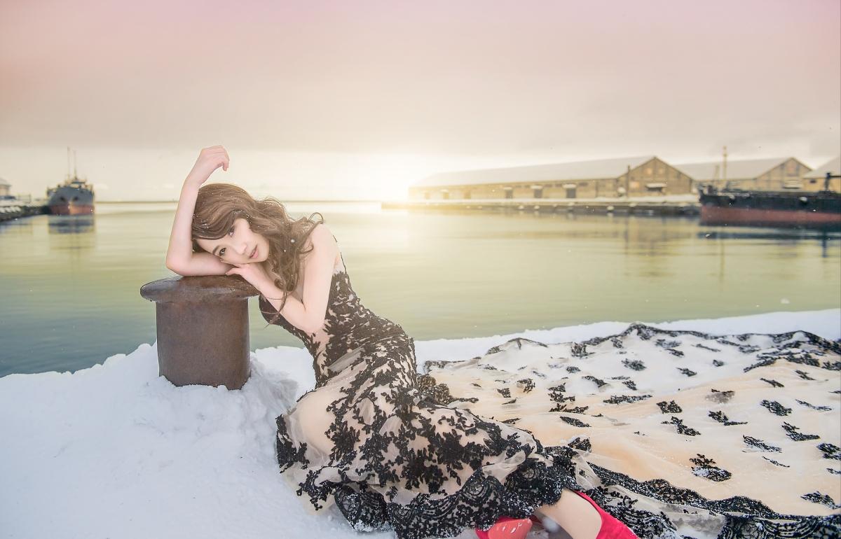 【海外婚紗-北海道冬季婚紗】北海道 雪白的銀色世界 讓美麗的妳穿上嫁衣和嘿皮爸團隊一同感受置身於雪景裡的高雅與美麗!!