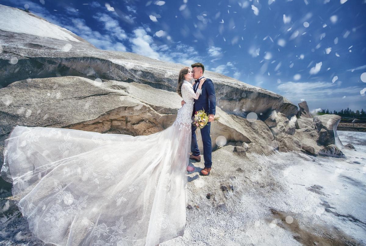 【國內自助婚紗】嘿皮爸 x 白色婚禮手工婚紗 x 明華corrine 台南七股鹽山 就是要雪景!~